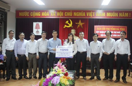VNPT ho tro nguoi dan hai tinh vung lu Quang Binh, Ha Tinh 1,5 ty dong - Anh 1