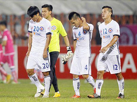 SHB Da Nang thua o Lao vi… mat san xau - Anh 1