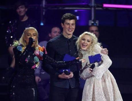 Justin Bieber 'vuot mat' Lady Gaga thang lon tai giai MTV chau Au - Anh 1