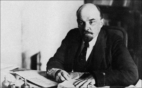 Lenin lam ngo ngang nha bao Guardian cua Anh - Anh 1