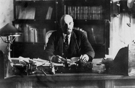Lenin lam ngo ngang nha bao Guardian cua Anh - Anh 2