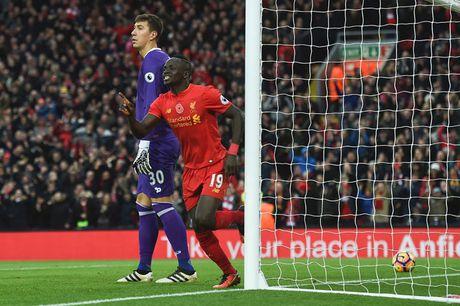 Toan canh chien thang '6 sao' giup Liverpool dan dau Premier League - Anh 11