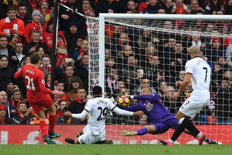 Toan canh chien thang '6 sao' giup Liverpool dan dau Premier League - Anh 2