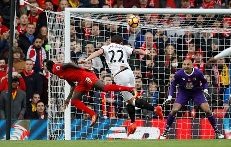 Toan canh chien thang '6 sao' giup Liverpool dan dau Premier League - Anh 3