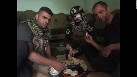 28 gio thuc trang duoi lan dan tan cong vao hang o IS o Mosul - Anh 10