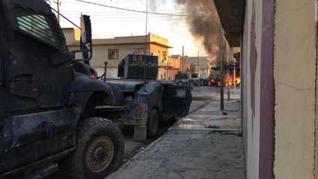 28 gio thuc trang duoi lan dan tan cong vao hang o IS o Mosul - Anh 11