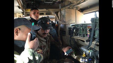 28 gio thuc trang duoi lan dan tan cong vao hang o IS o Mosul - Anh 1