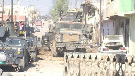 28 gio thuc trang duoi lan dan tan cong vao hang o IS o Mosul - Anh 7