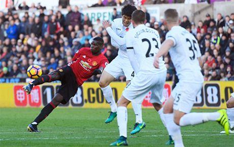 Chiem nguong sieu pham cua Pogba vao luoi Swansea - Anh 1