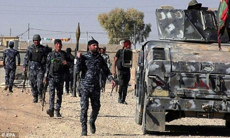 Hang trieu USD 'boc hoi' khoi Iraq cung 5 thu linh cua IS - Anh 1