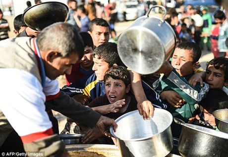 Hang trieu USD 'boc hoi' khoi Iraq cung 5 thu linh cua IS - Anh 3