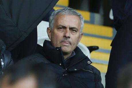 Chum anh: Mourinho lanh lung chung kien MU ha Swansea tren khan dai - Anh 4
