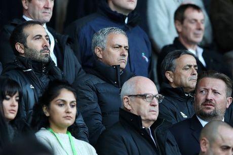 Chum anh: Mourinho lanh lung chung kien MU ha Swansea tren khan dai - Anh 5