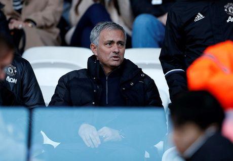 Chum anh: Mourinho lanh lung chung kien MU ha Swansea tren khan dai - Anh 8