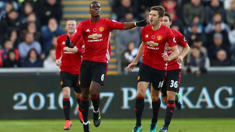 Chum anh: Mourinho lanh lung chung kien MU ha Swansea tren khan dai - Anh 9