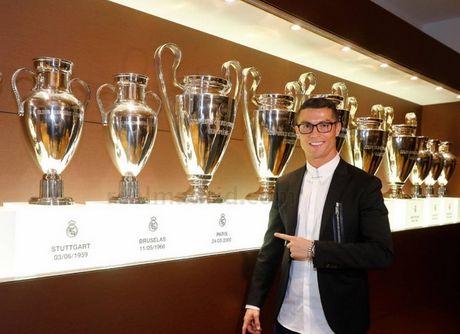 Ronaldo gia han hop dong voi Real Madrid: Bieu tuong thien ha - Anh 1