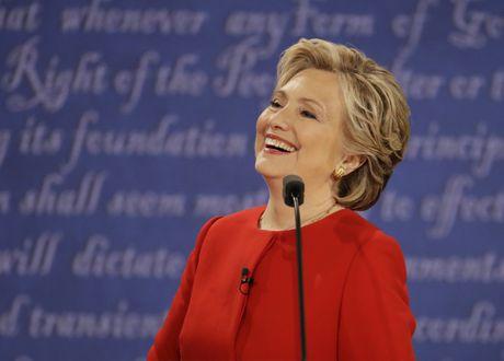 Ba Hillary Clinton nhan duoc su ung ho ap dao tu truyen thong - Anh 11