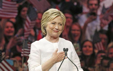 Ba Hillary Clinton nhan duoc su ung ho ap dao tu truyen thong - Anh 13