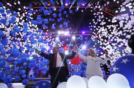 Ba Hillary Clinton nhan duoc su ung ho ap dao tu truyen thong - Anh 14