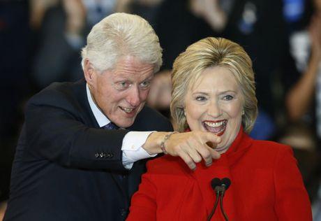 Ba Hillary Clinton nhan duoc su ung ho ap dao tu truyen thong - Anh 1