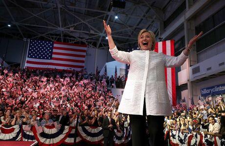Ba Hillary Clinton nhan duoc su ung ho ap dao tu truyen thong - Anh 5