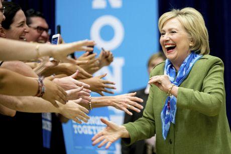 Ba Hillary Clinton nhan duoc su ung ho ap dao tu truyen thong - Anh 9