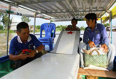 Can canh thuyen nang luong mat troi doc dao cua nong dan Dong Thap - Anh 1