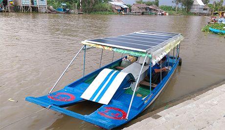 Can canh thuyen nang luong mat troi doc dao cua nong dan Dong Thap - Anh 3
