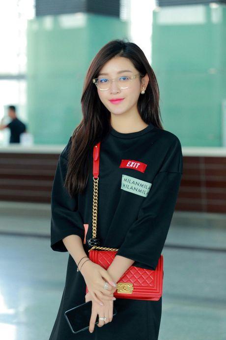 Huyen My goi cam kho cuong tren san dien thoi trang Malaysia - Anh 1