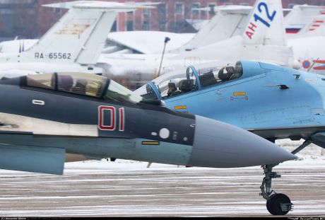 Sergey Bogdan dao tao phi cong Trung Quoc lai Su-35? - Anh 1