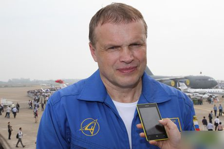 Sergey Bogdan dao tao phi cong Trung Quoc lai Su-35? - Anh 2