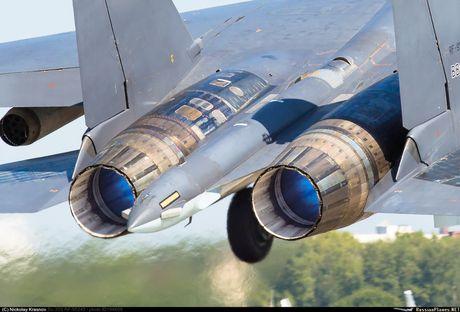 Sergey Bogdan dao tao phi cong Trung Quoc lai Su-35? - Anh 9