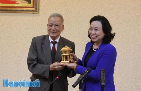 Pho Bi thu Thuong truc Thanh uy Ha Noi Ngo Thi Thanh Hang lam viec voi Truong DHKD&CN Ha Noi - Anh 2