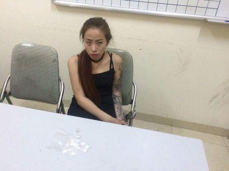 TIN NONG ngay 8/11: Phat hien 500 qua phao hinh luu dan tren mot chiec xe tai - Anh 4