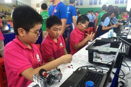 Gan 200 'Ky su Robot' nhi tham gia ngay hoi Robothon tai TP.HCM - Anh 1