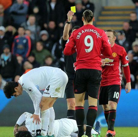 Ibrahimovic bat ngo xin loi nguoi ham mo M.U - Anh 2