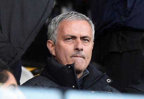 Lam phat long Mourinho, hai hau ve cua M.U sap bi thanh trung - Anh 1