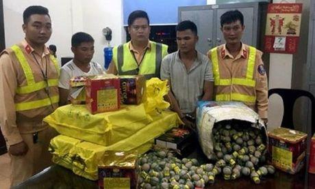 Ha Noi: CSGT phat hien xe tai cho gan 500 qua phao hinh luu dan - Anh 1