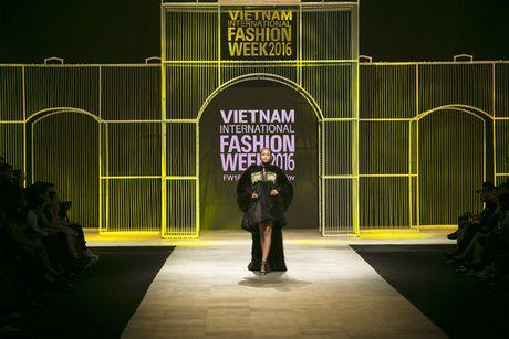 Quan quan VNTM 2016 Ngoc Chau dat show tren san dien thoi trang tam co quoc te - Anh 3