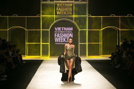 Quan quan VNTM 2016 Ngoc Chau dat show tren san dien thoi trang tam co quoc te - Anh 4