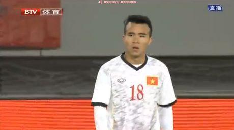 Hoang Thanh Tung lap cong, U22 Viet Nam hoa Trung Quoc - Anh 1