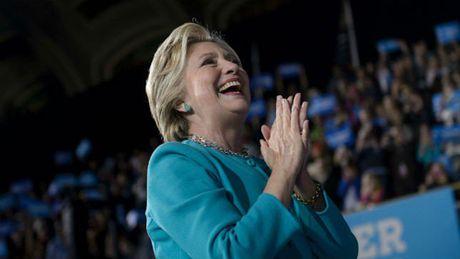 Chien dich tranh cu cua ba Clinton bat ngo huy dem phao hoa bau cu - Anh 1