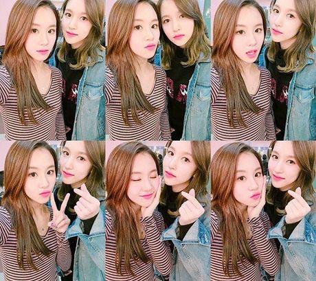 Sao Han 8/11: CL khoe chan dai bat ngo, Chae Young - Mina nhu sinh doi - Anh 1