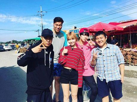 Sao Han 8/11: CL khoe chan dai bat ngo, Chae Young - Mina nhu sinh doi - Anh 3