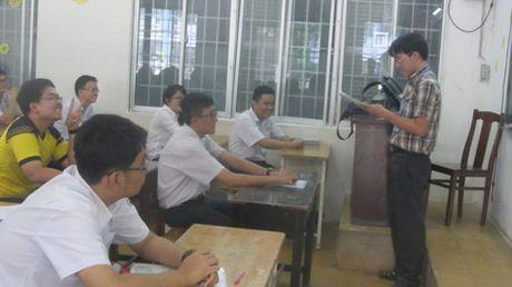 Hoc sinh lop 12 o TP.Ho Chi Minh kiem tra hoc ky 1 bang trac nghiem khach quan - Anh 1