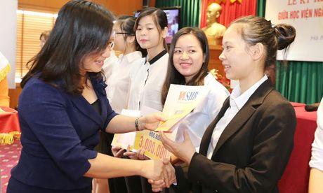 Ngan hang SHB hop tac voi Dai hoc Ngoai thuong va Hoc vien Ngan hang - Anh 2