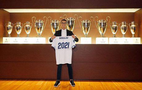 Ronaldo ky hop dong moi voi Real, 1 ban du mua biet thu - Anh 2