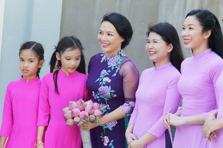 Doc dao le Hang Thuan o chua Vinh Nghiem cua cap doi Phap – Viet - Anh 10