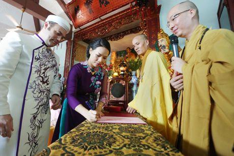 Doc dao le Hang Thuan o chua Vinh Nghiem cua cap doi Phap – Viet - Anh 6