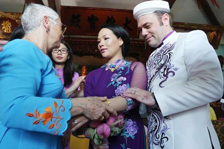 Doc dao le Hang Thuan o chua Vinh Nghiem cua cap doi Phap – Viet - Anh 7